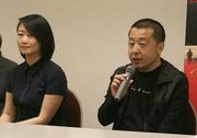「罪の手ざわり」ジャ・ジャンクー監督(右)とチャオ・タオ2.jpg